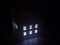 Jaula con 10 compartimentos de noche