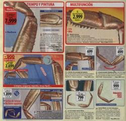 Acción parasitaria de una pata de cangrejo sobre un panfleto publicitario